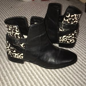 LIKE NEW Michael Kors booties